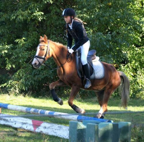 Valentina und Loni springen